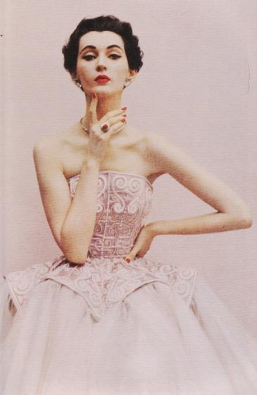 foto: Arttattler.com fotógrafo: Richard Avedon   Dovima, Harper's Bazaar, 1950