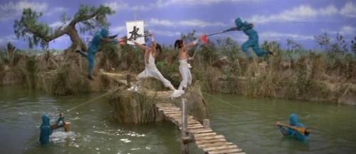 """foto: http://codexapocrypha.blogspot.com Escena de la batalla contra el agua de """"5 Element Ninja"""" (1982)"""