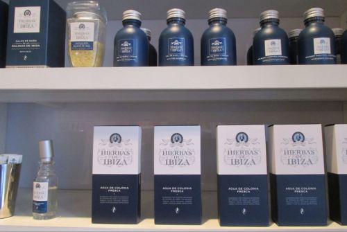 foto: Caro Fernández  Perfumes y productos de baño de Hierbas de Ibiza